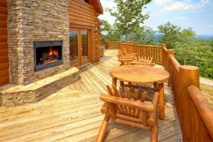 A View to Remember is a 3 bedroom cabin with amazing mountain views, three master suites, and an incredible kitchen.