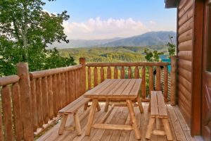 Breathtaking Views is a three bedroom cabin in Pigeon Forge with spectacular mountain views